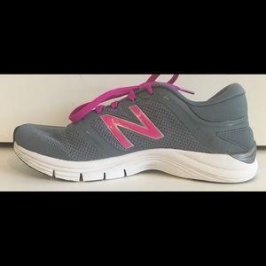 NEW BALANCE Women 711 Sz 8.5 Athletic Running Shoe